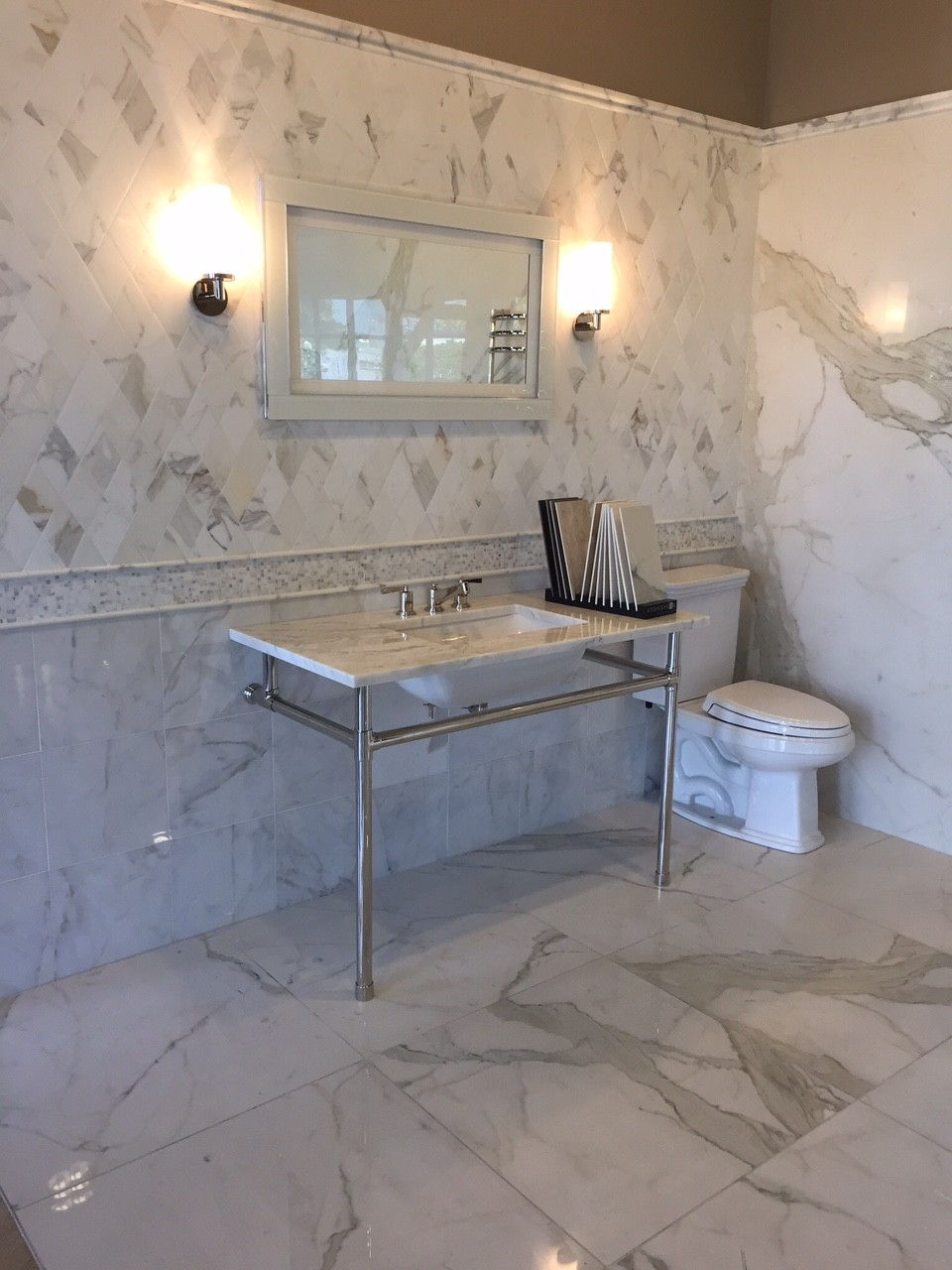 marble, white, clean, contemporary, transitional, styled